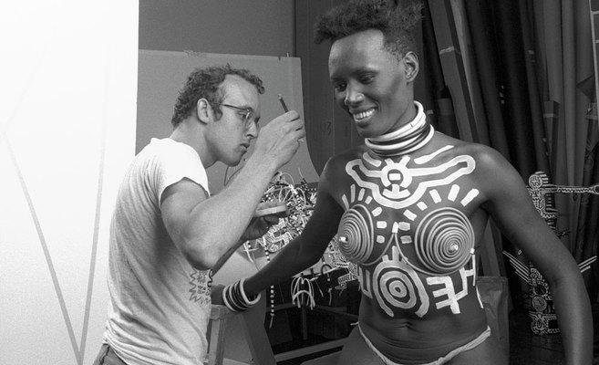 Cuando Keith Haring pintó a Grace Jones