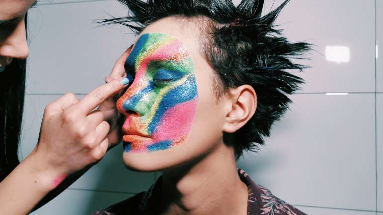 Desfile Cosmos: El maquillaje del desfile de ROD por Isaac Deyn