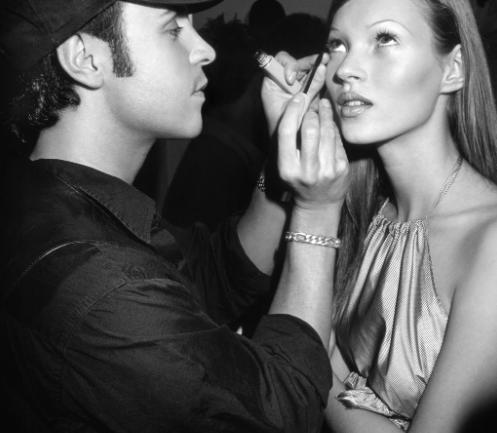 Backstage de los noventas: Top models siendo maquilladas
