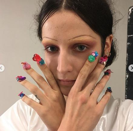 @frederiqueolthuis crea obras de arte en las uñas