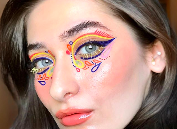 Cătălina Hotin y sus propuestas de maquillaje con delineadores