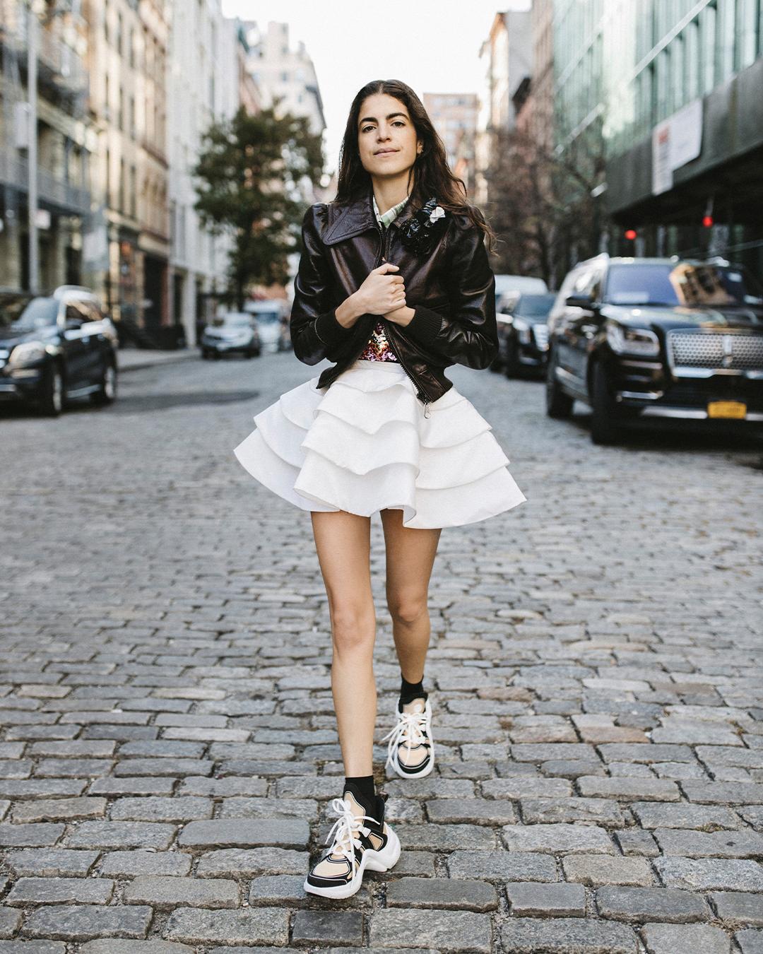 Leandra Medine selecciona sus zapatos favoritos en la nueva campaña de Louis Vuitton