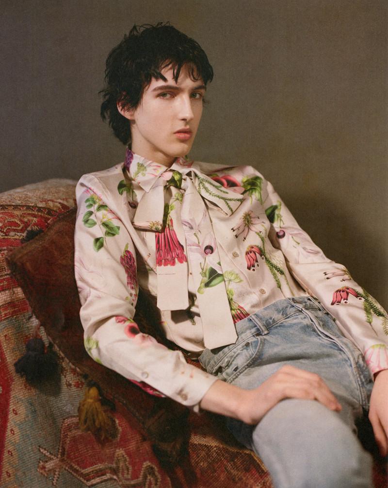 La colección de blusas masculinas de Alister Mackie, el fundador de AnOther Man