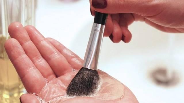 #YoMeQuedoEnCasa: limpia y revive tus brochas de maquillaje