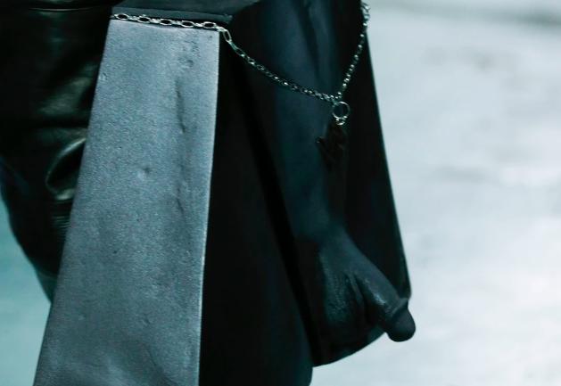 Los bolsos de genitales de Ninamounah en colaboración con el artista Stef Van Looveren