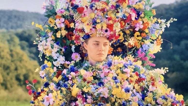 El traje de flores de Midsommar y más: La subasta del cine que busca recaudar fondos para los afectados por el Coronavirus