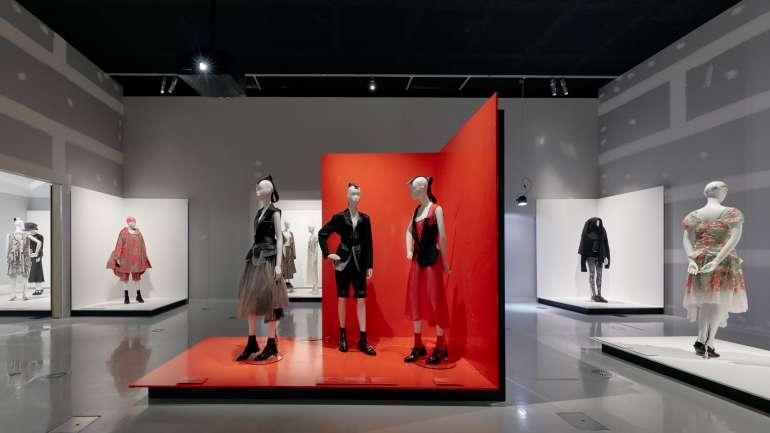 #YoMeQuedoEnCasa: Exhibiciones de moda disponibles en la web