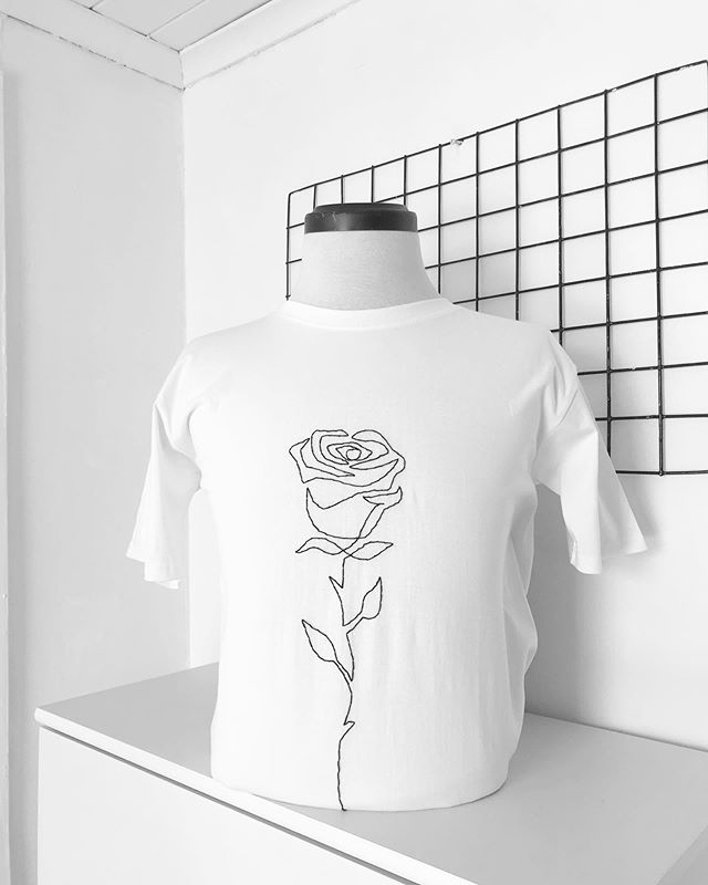 Emprender en Chile en épocas de crisis: @abstract.val, prendas minimalistas con bordados