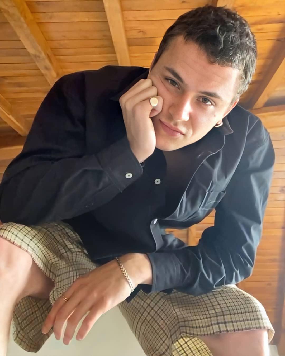 Arón Piper protagoniza la nueva sesión de la campaña 'At Home' de Jacquemus