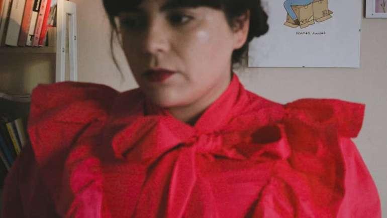 Hablando de estética, cuarentena y feminismo con Javiera Tapia, periodista musical chilena