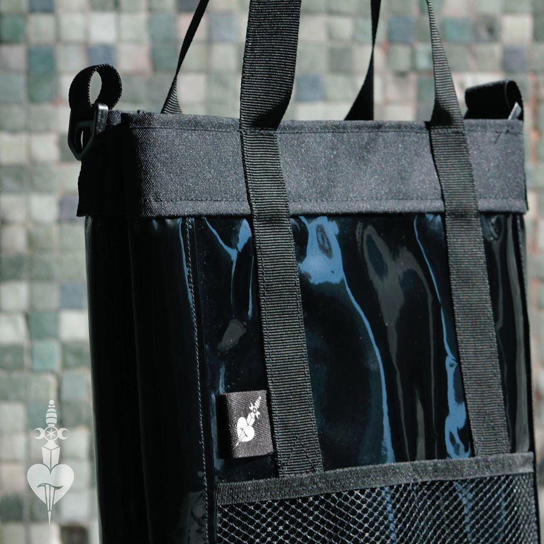 @hasta.queteconoci la marca de bolsos de la diseñadora y tatuadora Dani Poblete