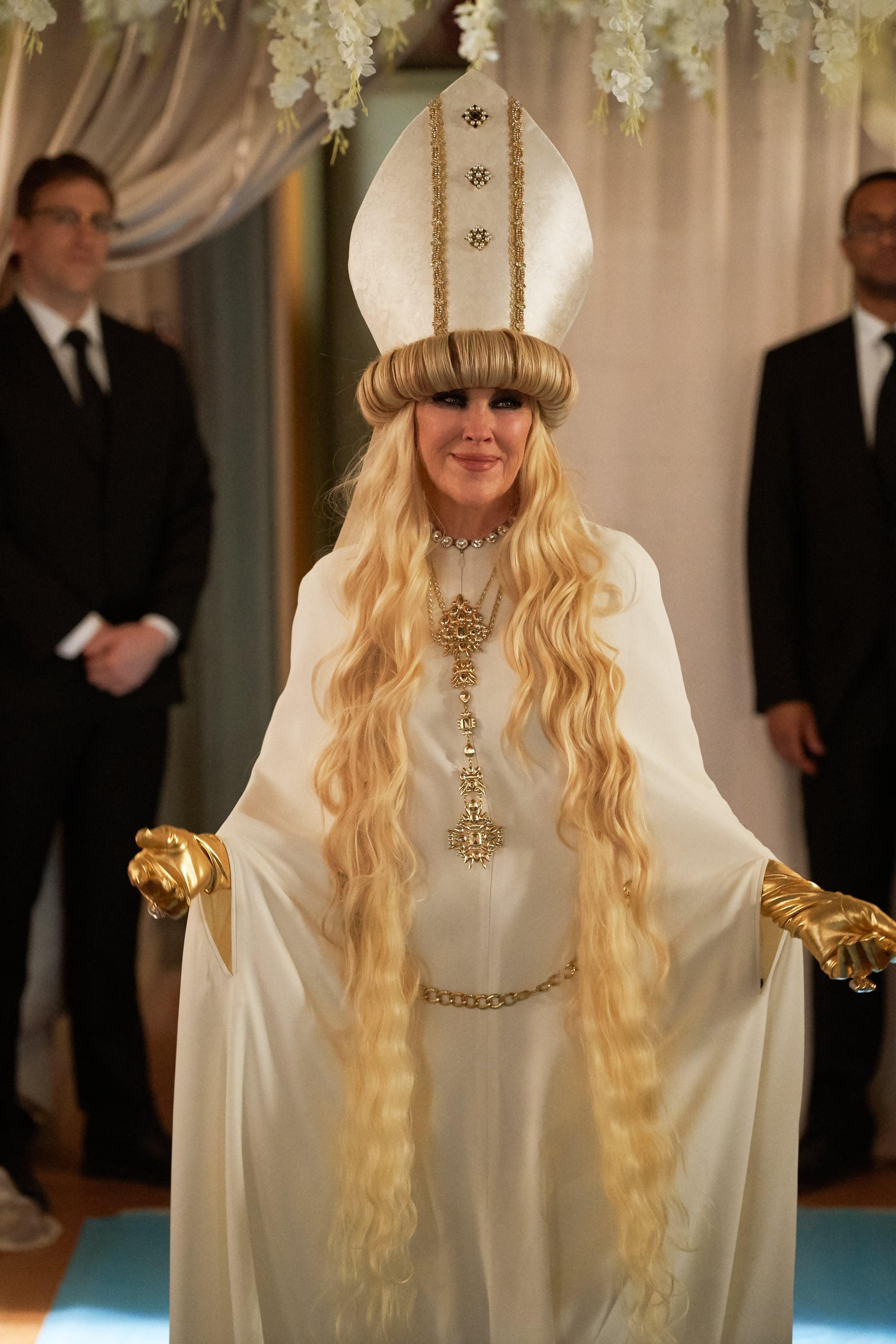 """Moira Rose, la reina del estilo glamoroso gótico en """"Schitt's Creek"""""""
