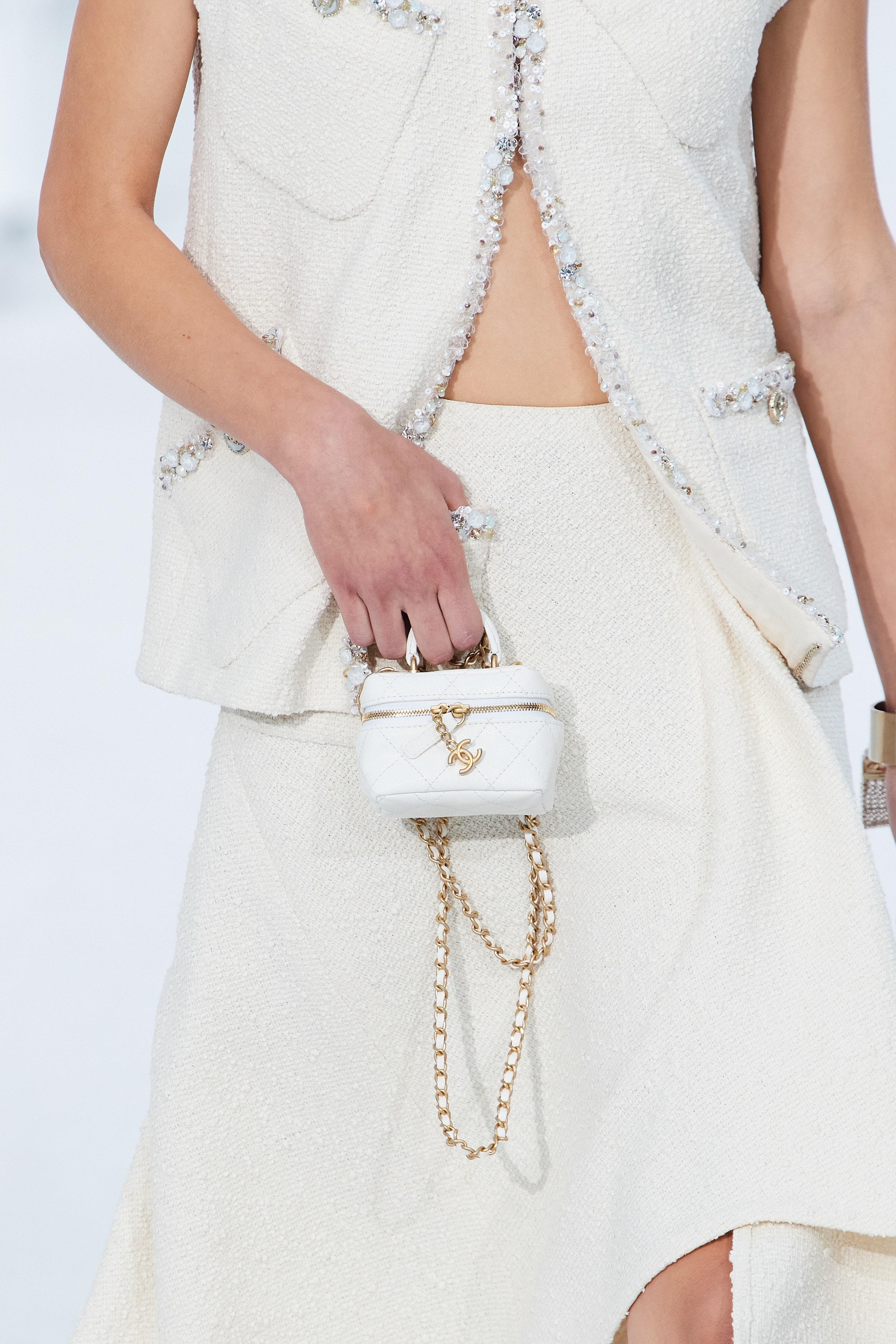 Las mini carteras de Chanel en Paris Fashion Week