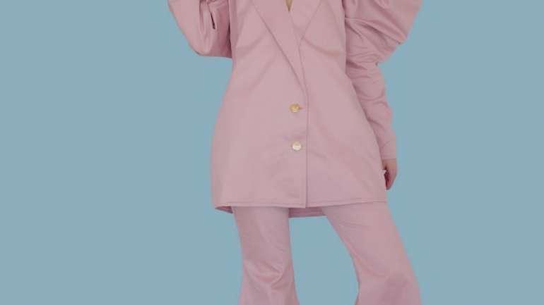 La colección NM2 de Nieves Marín: Trajes y colores
