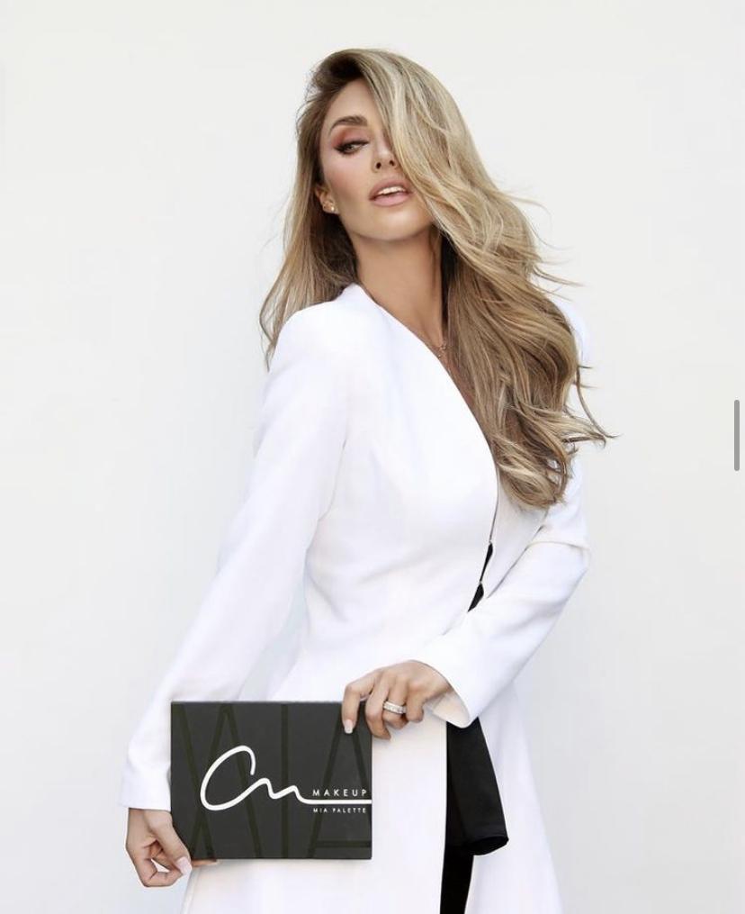 La paleta de maquillaje de Anahí inspirada en Mia Colucci