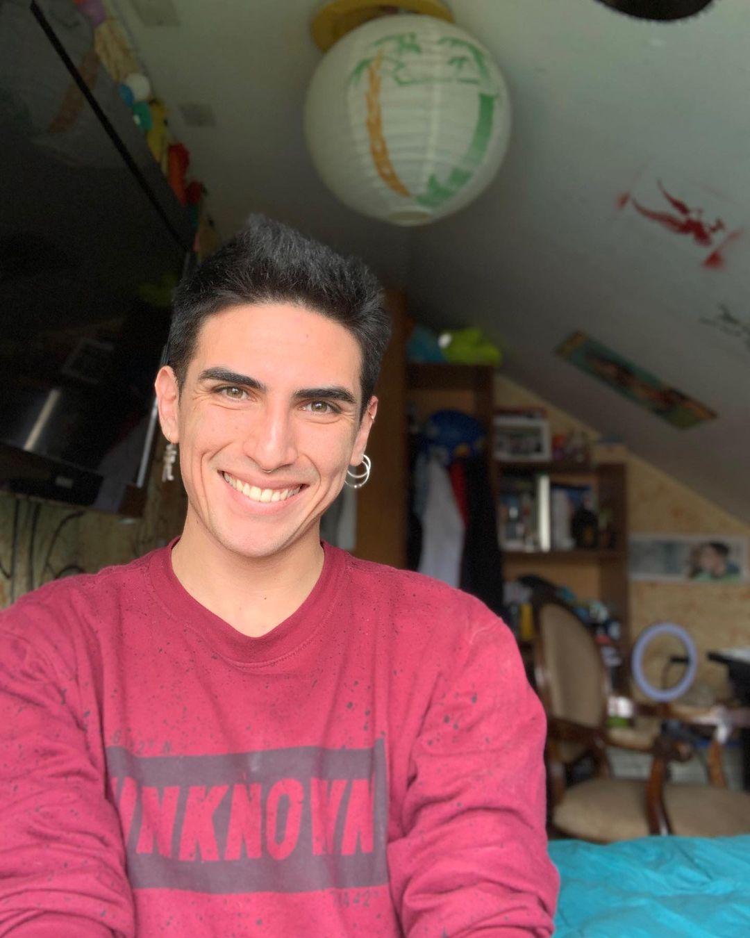 """Entrevista al tiktoker Tomás Díaz: """"Creo que les gusta el contenido debido a que nunca he jugado un 'papel' o un 'personaje'. Tomás y Dimitry son la misma persona, solo cambia el nombre""""."""