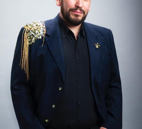 El diseñador Bernardo Santander presenta su academia de vestuario