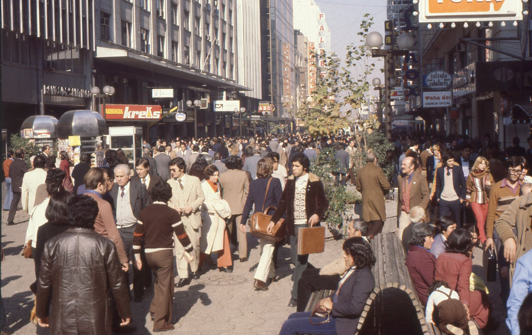 Enterreno: Teletransportación al pasado de la moda en Chile