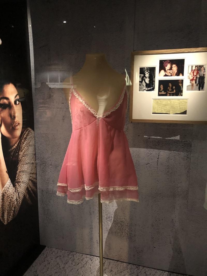 Amy: Back to Black, la nueva exhibición del Museo de la Moda sobre Amy Winehouse