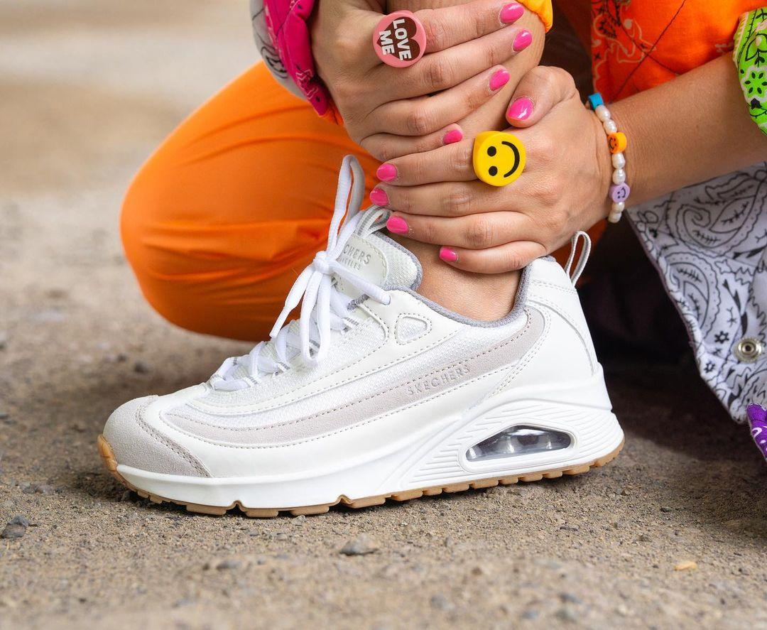¡Las infaltables zapatillas blancas! Conoce 4 modelos Skechers cargados de estilo y comodidad