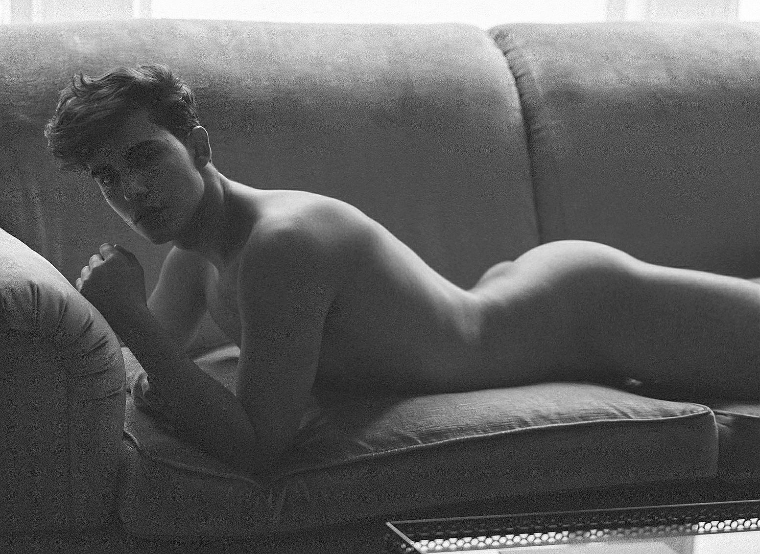 """Leomakvi: """"Para mí es importante incluir vestuario, ayuda a dar contexto y hasta suele ser, muchas veces, más erótico que el desnudo explícito"""""""