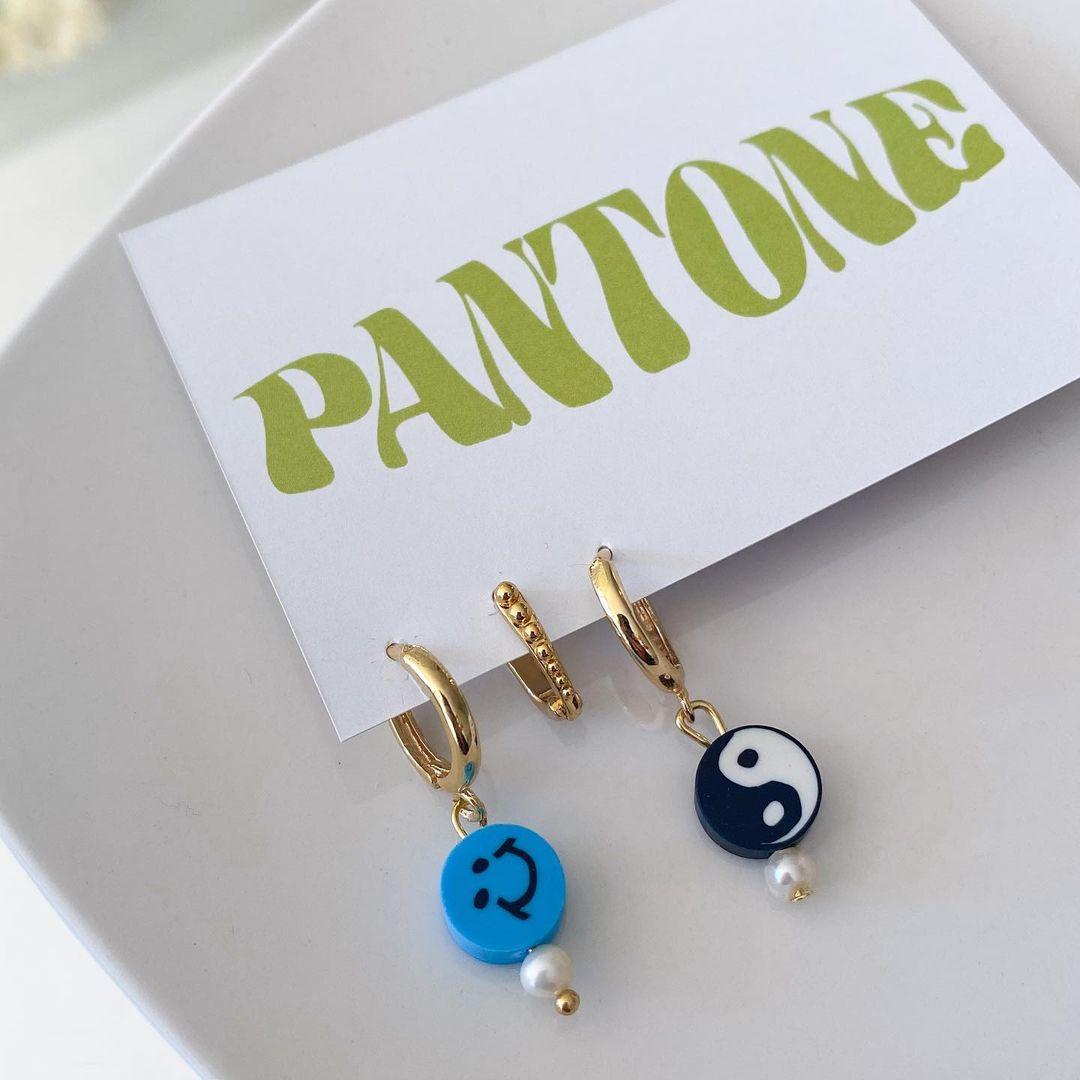 Conversamos con la diseñadora Fernanda Santelices, sobre su marca de accesorios Pantone