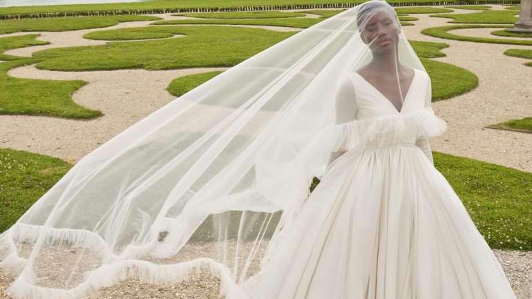 Giambattista Valli debuta una colección de novias