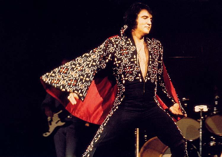 Bill Belew, el artífice de los atrevidos enteritos de Elvis