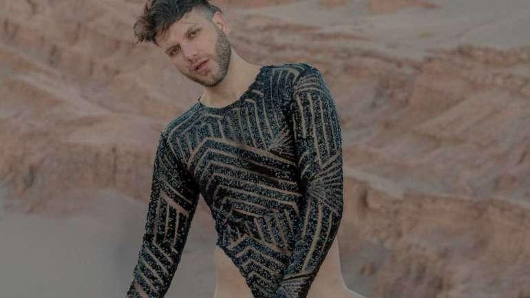 Vedran Skorin desfiló su nueva colección de bodys masculinos en el Desierto de Atacama